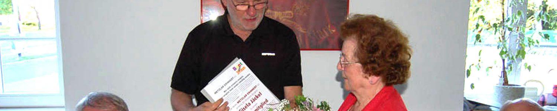 Überreichung der Urkunde für die Ehrenmitgliedschaft in Wetzlar erinnert