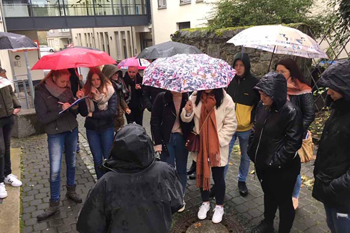 Klassenführung zum Weg der Erinnerung für gymnasiale Oberstufe der Theodor-Hauss-Schule am 06.11.2019