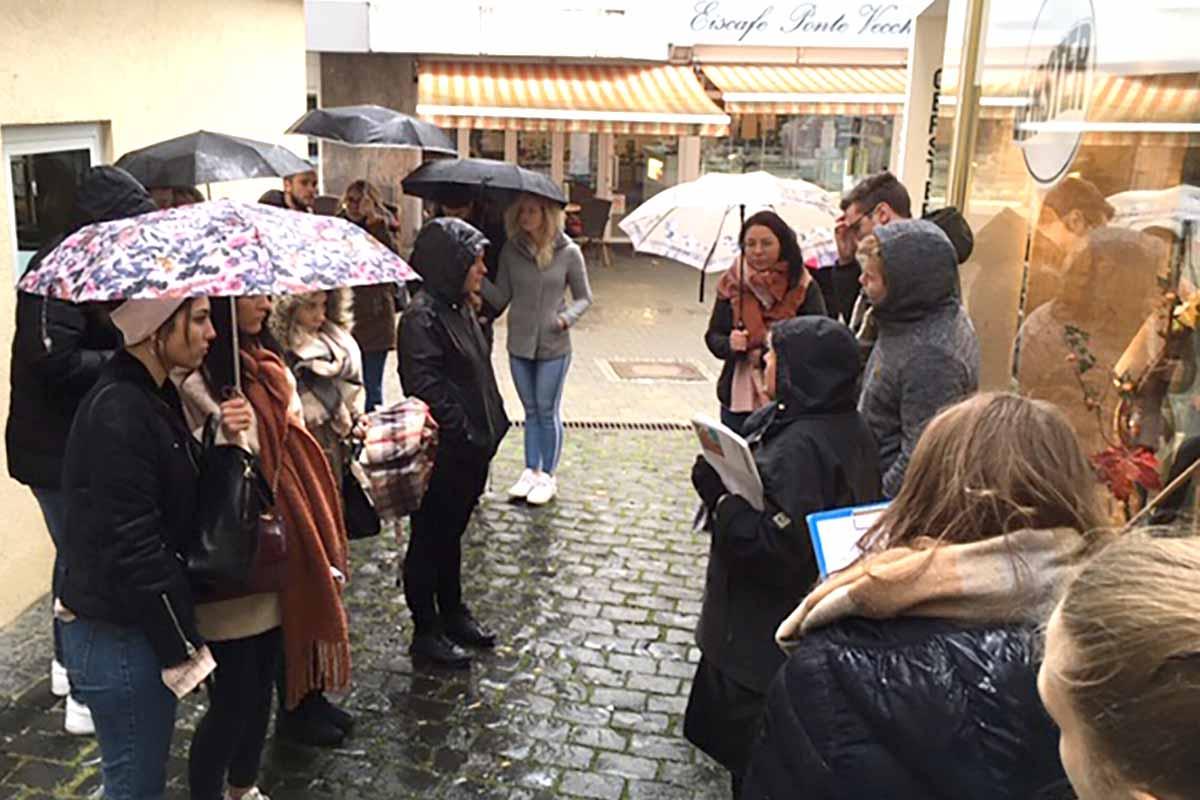 Klassernführung zum Weg der Erinnerung für gymnasiale Oberstufe der Theodor-Hauss-Schule am 06.11.2019