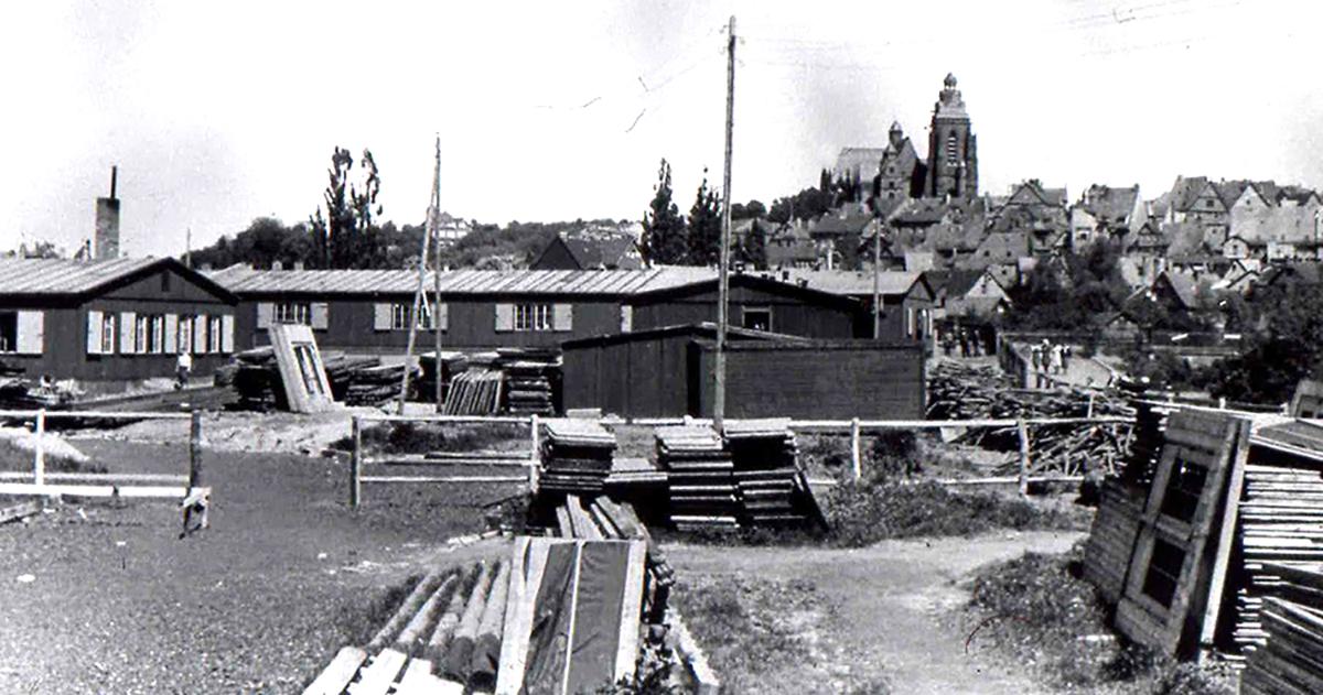 Aufbau der Leitz-Barackenlager auf der Lahninsel
