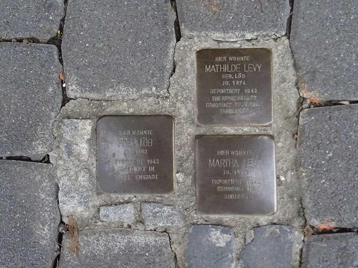 Stolpersteine für Rosa Löb, Mathilde und Martha Levi © Michael Hofmann