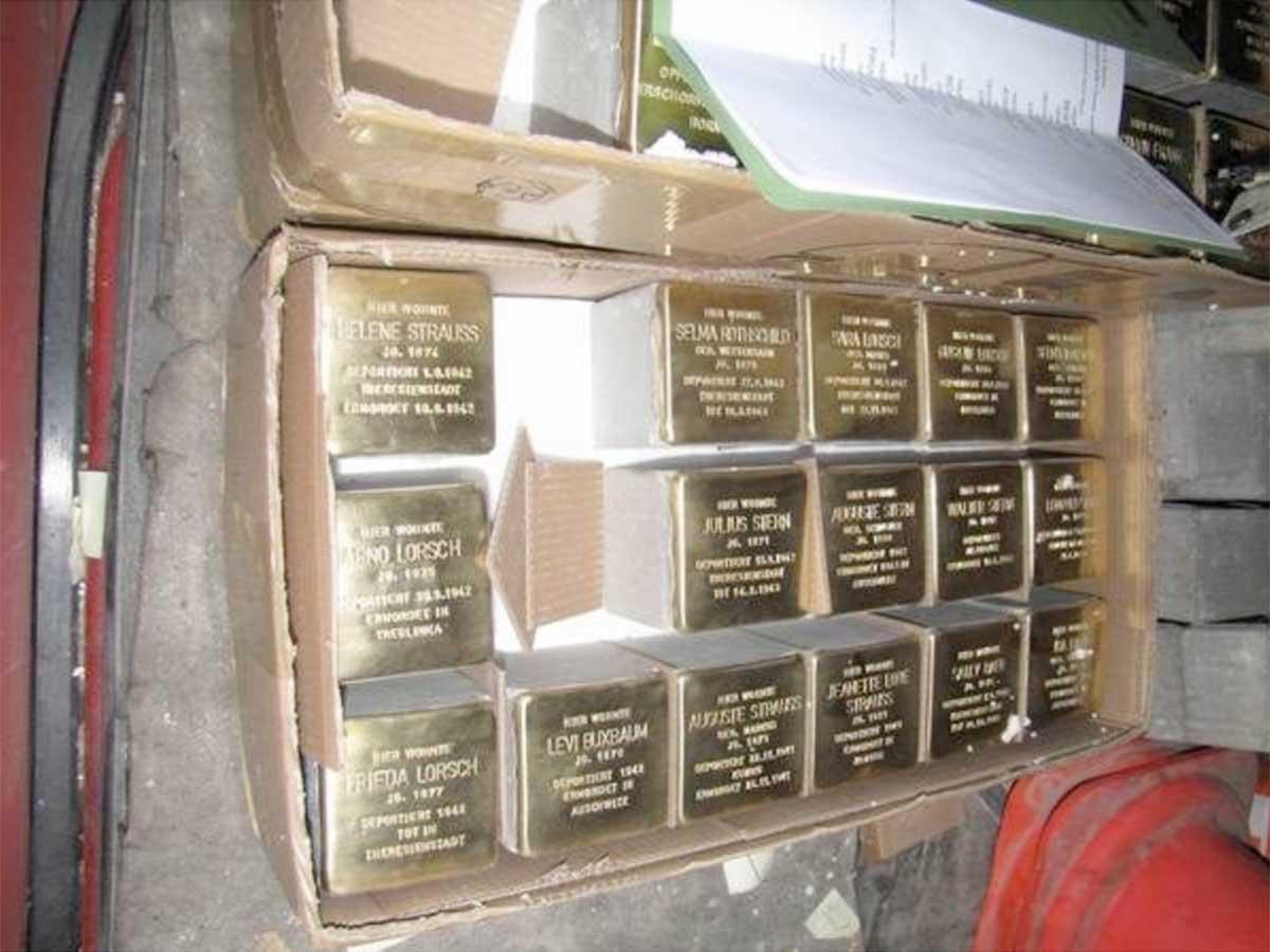 Stolpersteinlieferung für die zweite Verlegung