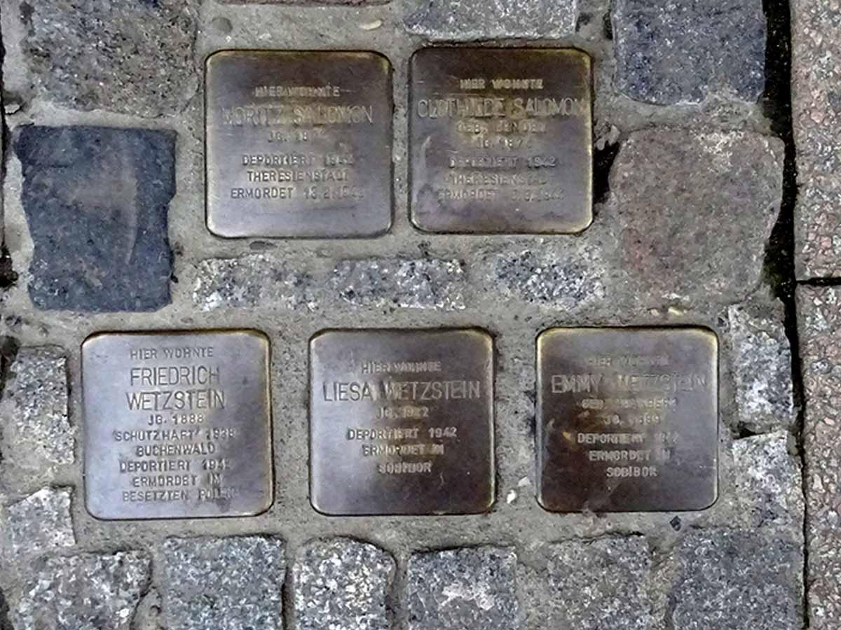 Stolpersteine für Emmy, Liesa und Friedrich Wetzstein, sowie Clothilde und Moritz Salomon