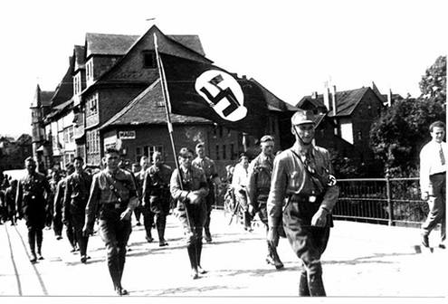 SA-Trupp auf der alten Lahnbrücke 1932