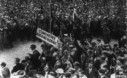 1. Mai »Tag der nationalen Arbeit« auf dem Domplatz