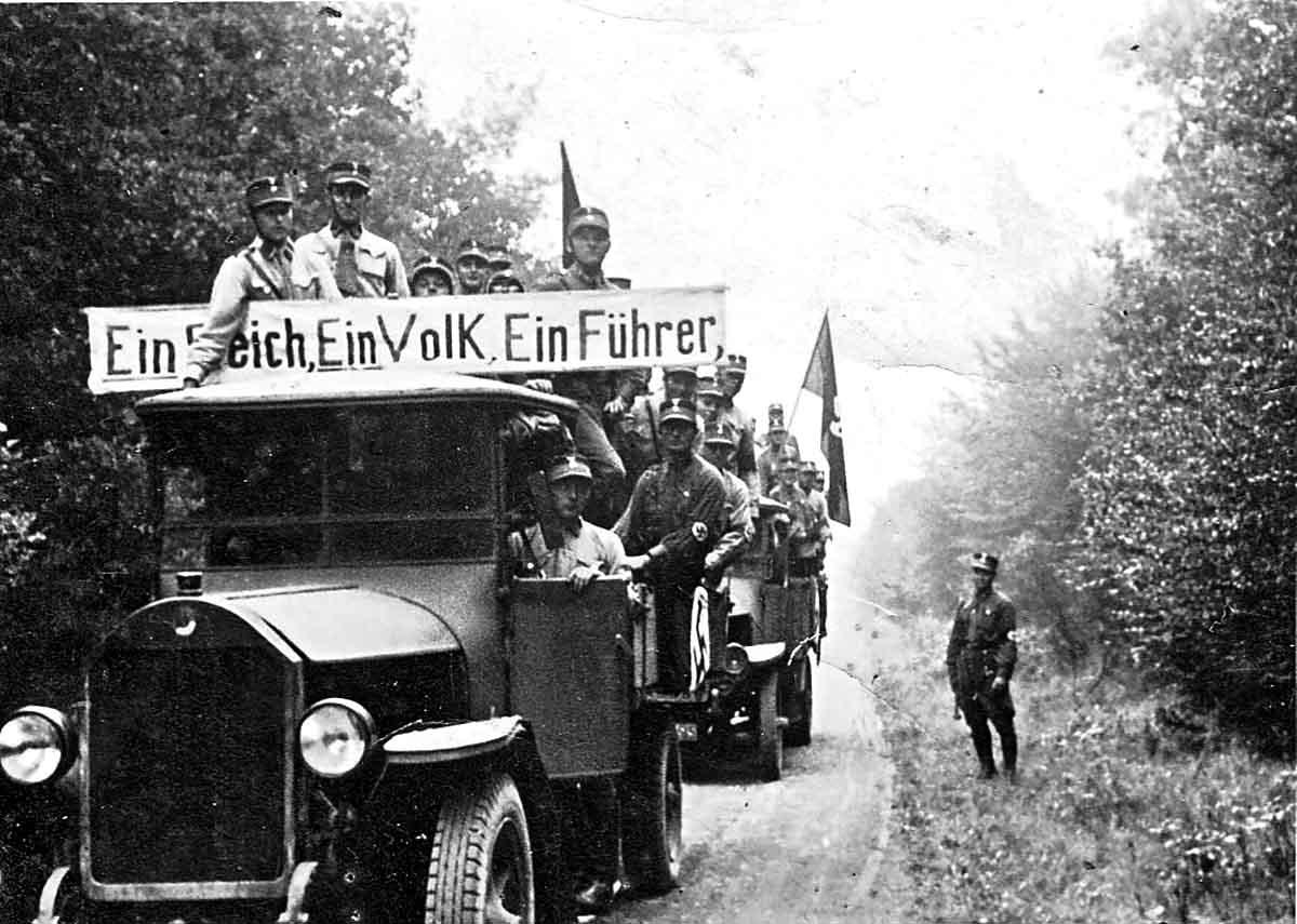Alltag im 3. Reich: SA-Präsenz auf dem Land