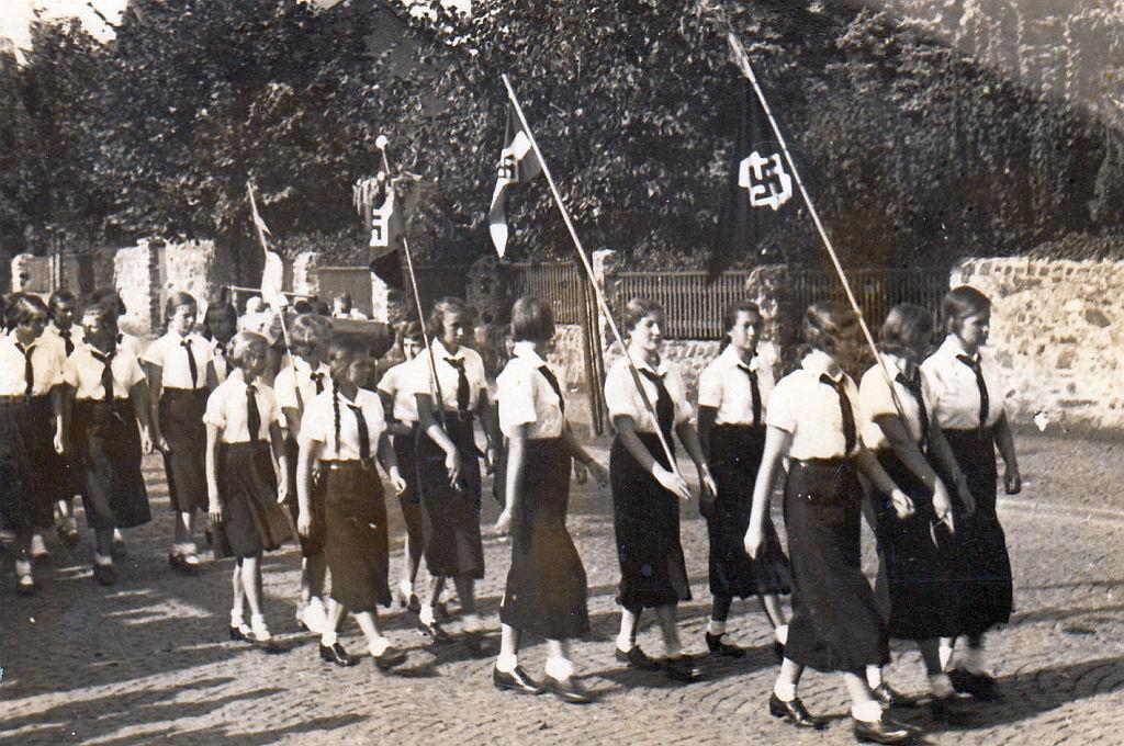 Alltag im 3. Reich: Aufmarsch der BDM-Maiden