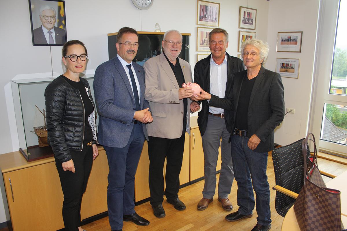 Spendenübergabe am 24.05.2018 von 700,00 Euro an Wetzlar erinnert im Rathaus