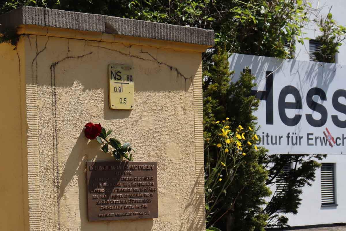 8. Mai 1920 75. Jahrestag der Befreiung Blumenaktion