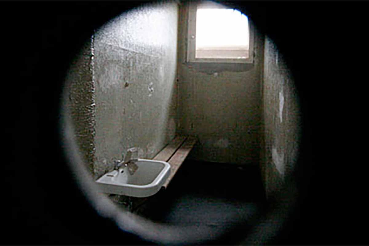 Spion in Zellentür