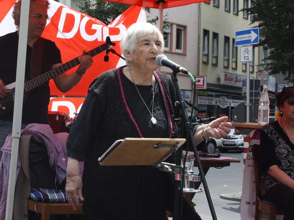 Esther Bejaramo am 16.07.2011 in Gießen DGB-Haus