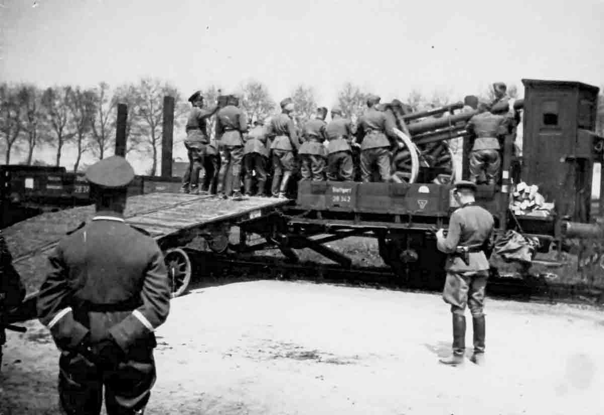 Donsbach Juni 1941 Verladung von Geschützen auf Militärzug aus Frankreich (Bhf Auxonne)