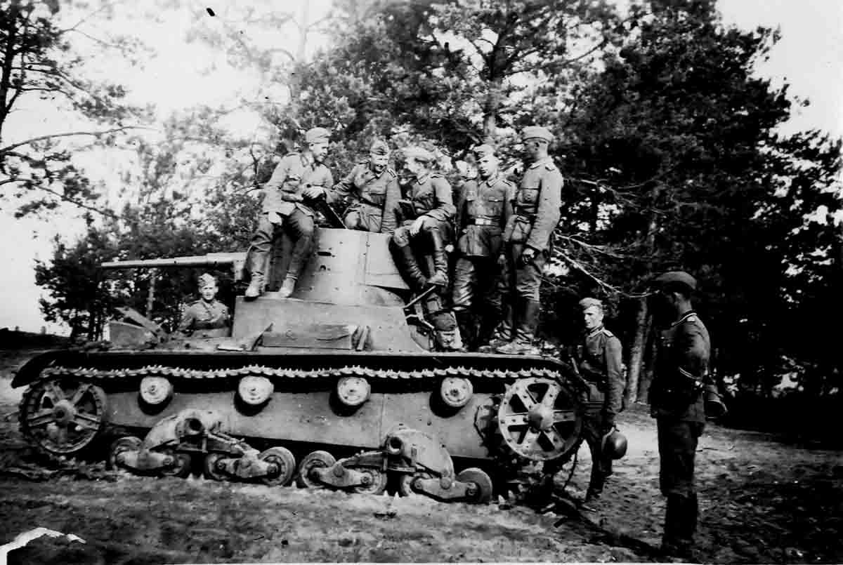 Donsbach Juni 1941 erbeuteter leichter SU-Panzer