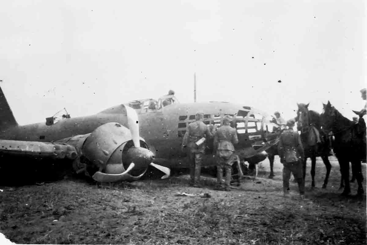Donsbach Juni 1941 Besichtigung einer abgeschossenen Iljuschin II