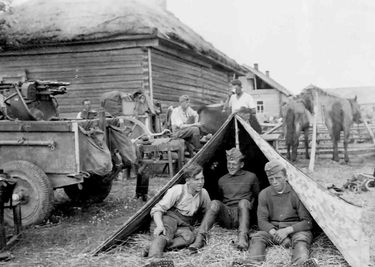 Donsbach Juli 1941 Kameraden Kastner, Donsbach, Stein, Happel
