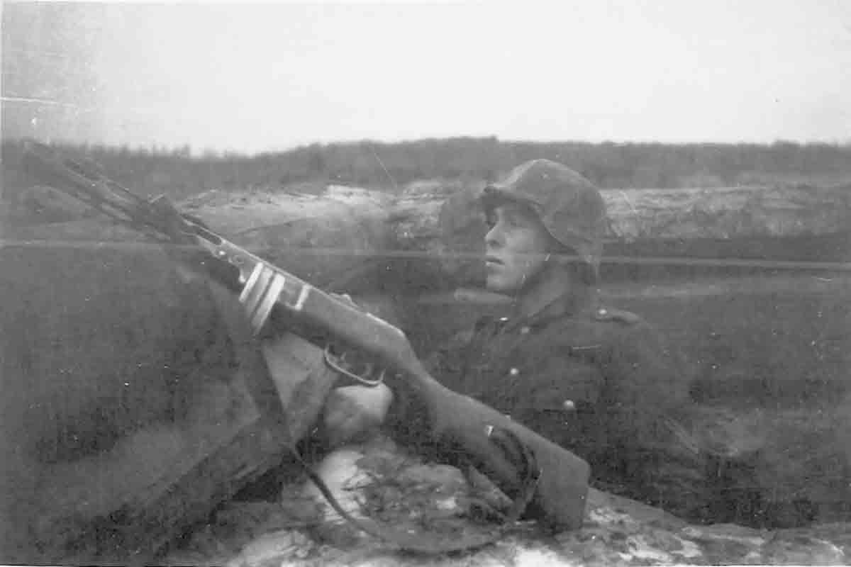 Donsbach Winter 1943 mit Gewehr