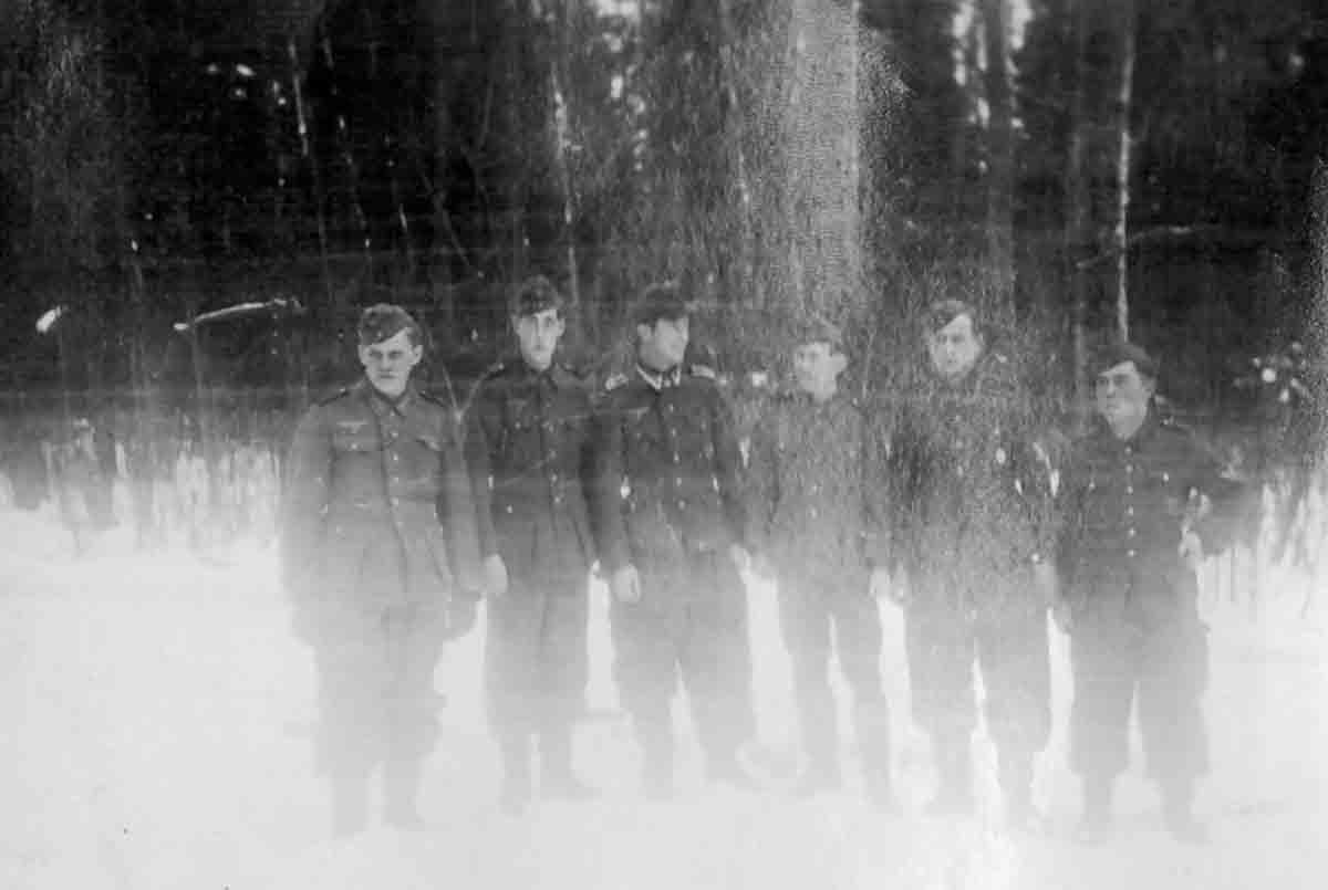 Donsbach Winter 1943 Donsbach (rechts) und Kameraden