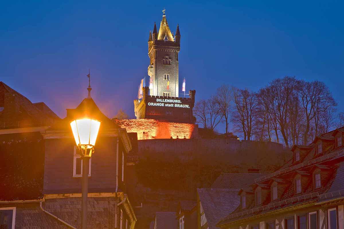 1. Mai 2021 DIL Projektion Wilhelmsturm Altstadt Nacht