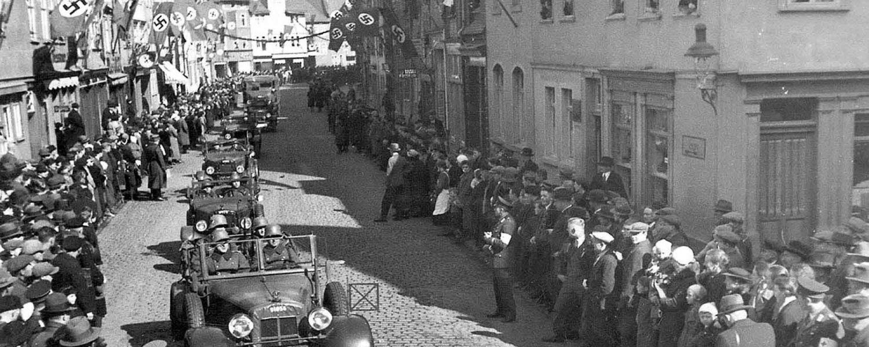Banner Einmarsch der Wehrmacht Langasse 28.03.1936