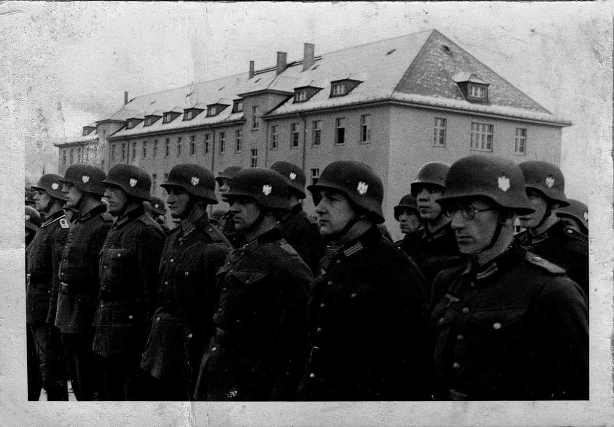 Waldemar Lesser Bild Appell in Kaserne Feldpostbriefe